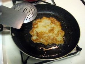 frying potato pancakes