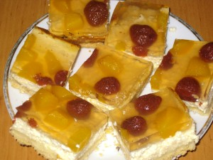 farmer's cheese slices with fruit and jelly