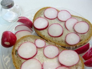 bread with radishes