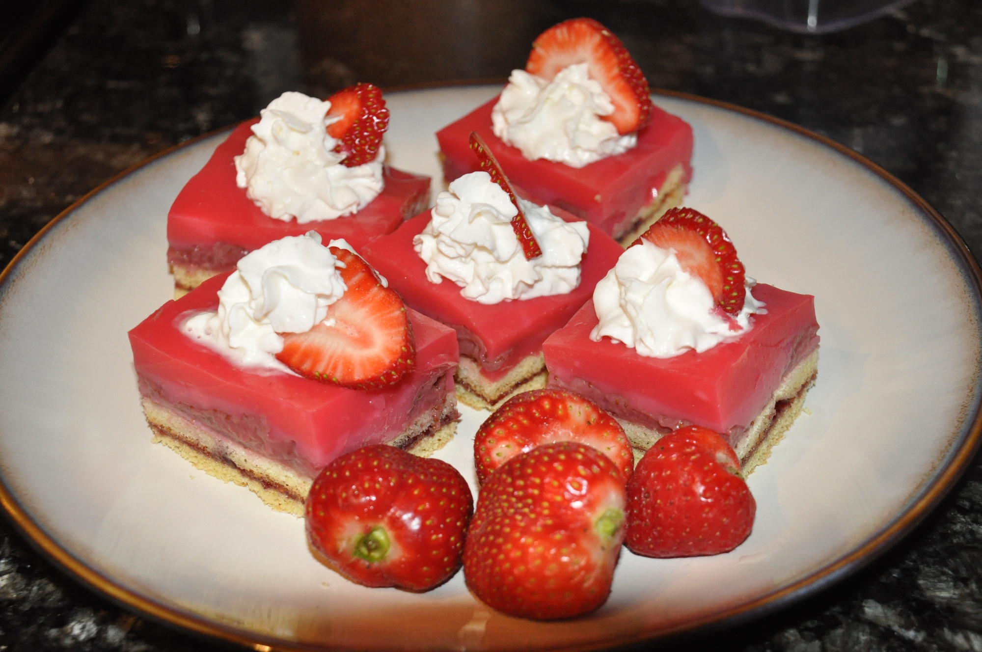 strawberry-pudding-cake